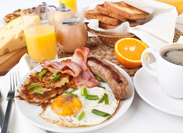 Je déjeune au lever