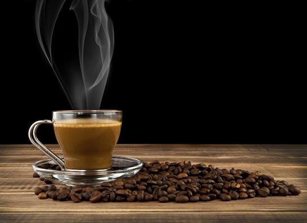 Si vous êtes sensible à la caféine, évitez de boire du café ou du thé l'après-midi