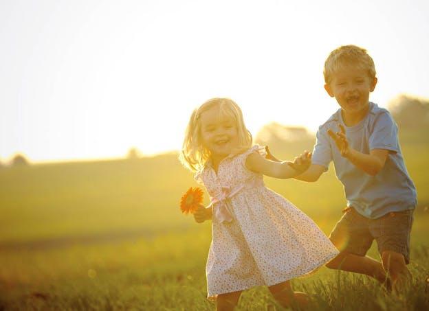 Que faire pour empêcher l'enfant de se gratter ?