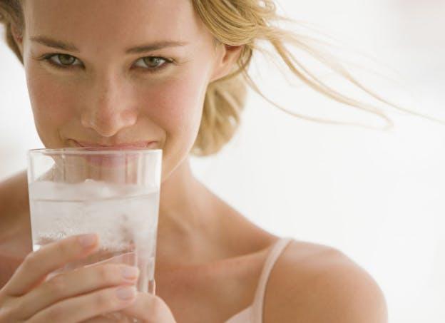Buvez des eaux minérales ferrugineuses