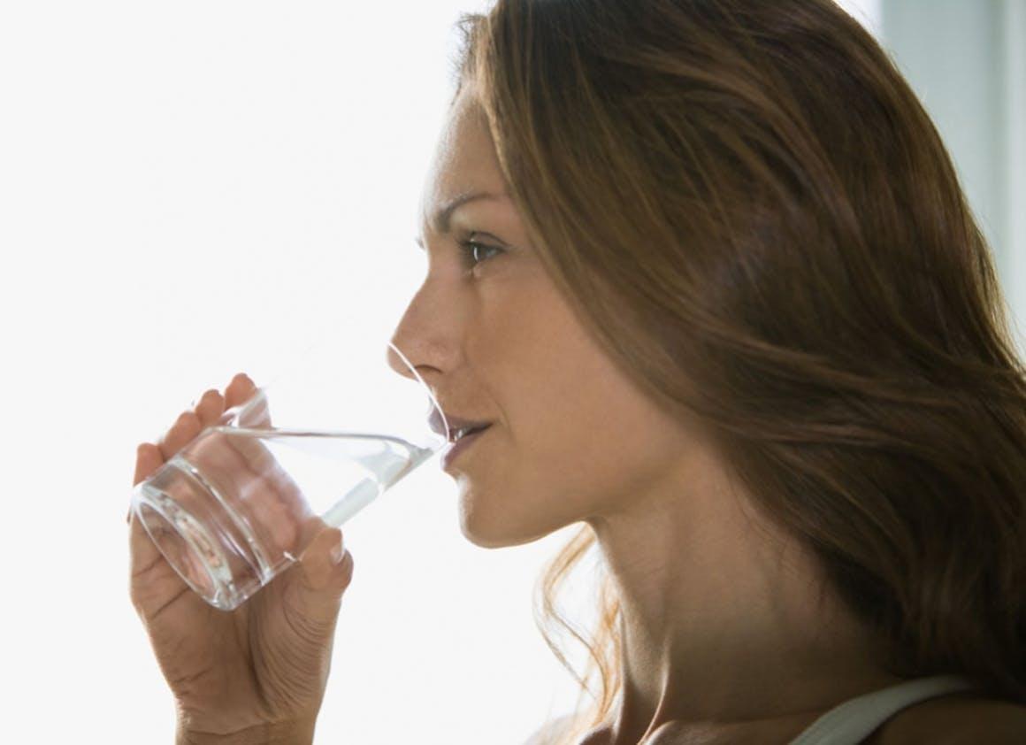 Je bois au moins un grand verre d'eau à chaque repas