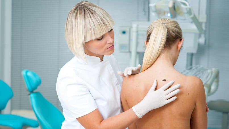 Un contrôle annuel chez un dermatologue