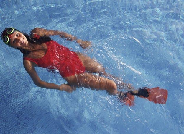 Musclez-vous grâce à la nage avec palmes