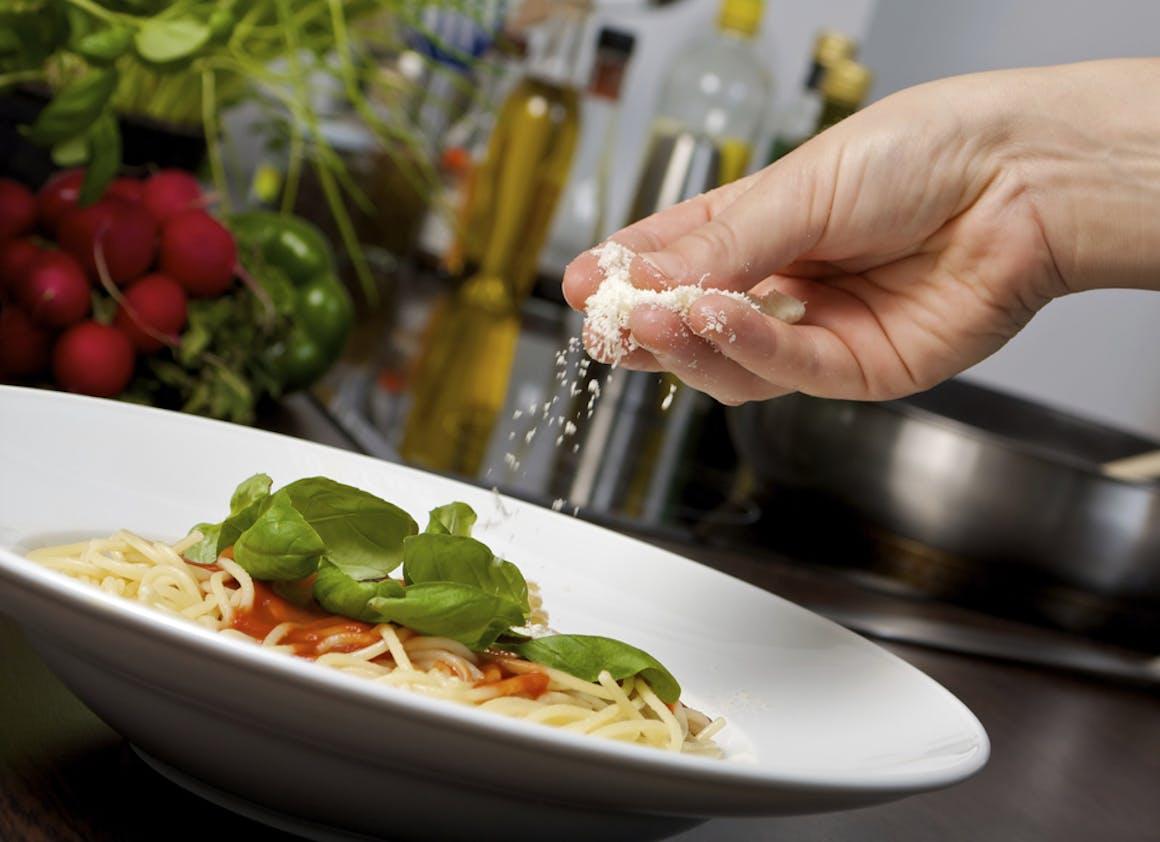 Saupoudrez du râpé sur vos pâtes