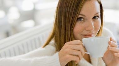 Buvez le thé et le café à distance des repas
