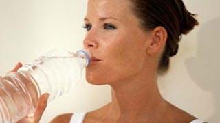 L'eau en bouteille, boisson préférée des Français