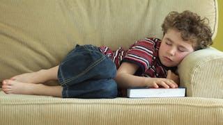 Mononucléose: une infection fréquente chez l'enfant et l'ado