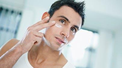 Cosmétiques: les hommes aussi chouchoutent leur peau!