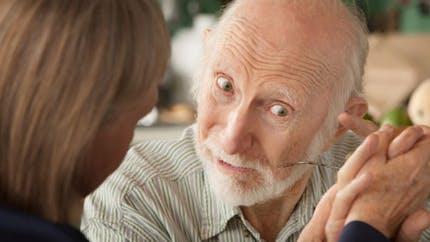 Le névrosisme, trait de personnalité lié aux caractéristiques de la maladie d'Alzheimer