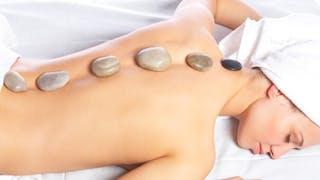 Se décontracter avec le massage aux pierres chaudes