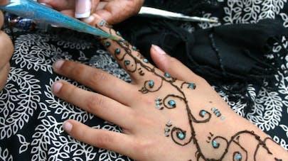 Tatouage au henné: gare aux allergies!