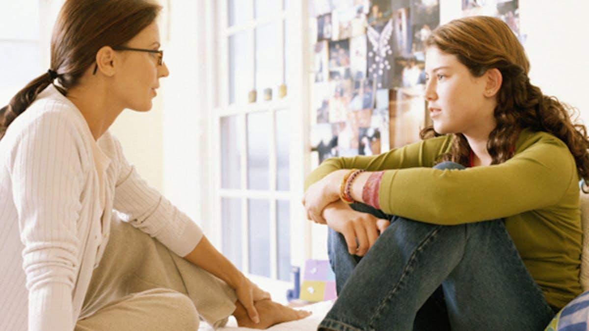 Contraception: comment en parler à mon adolescent?