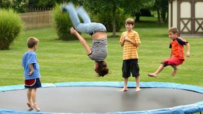 """Le trampoline, déclaré """"dangereux"""" pour les enfants"""