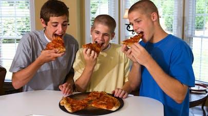 Les 15-25 ans ont de mauvaises habitudes alimentaires