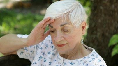 Alzheimer: le gouvernement lance une réflexion sur les dispositifs de géolocalisation
