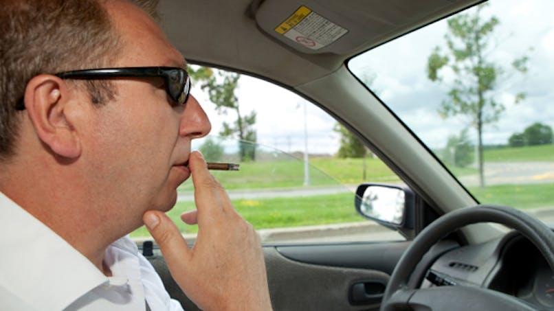 Interdire de fumer en voiture, dans les parcs et sur les plages?