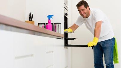 Ménage, vaisselle: les hommes qui y participent font moins l'amour!