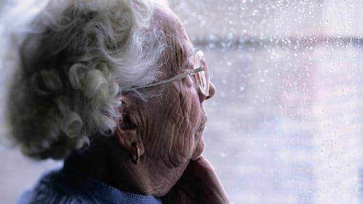 Ne sous-estimons pas la maltraitance des personnes âgées