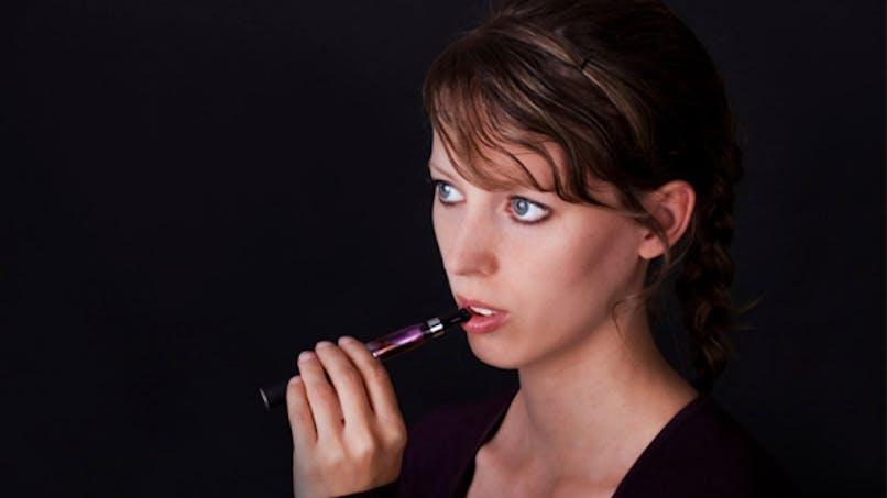 Vers une interdiction de la cigarette électronique dans les lieux publics?