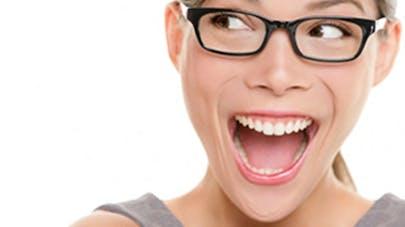 Retrouver des dents blanches pour un sourire éclatant