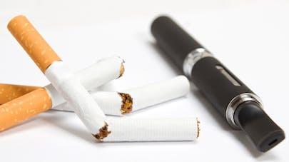 La nicotine contenue dans la cigarette électronique pas nocive mais addictive, selon le Pr Dautzenberg