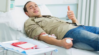 Le don du sang bientôt autorisé aux homosexuels?