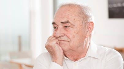 Le gouvernement lutte contre la dépression et le suicide des personnes âgées