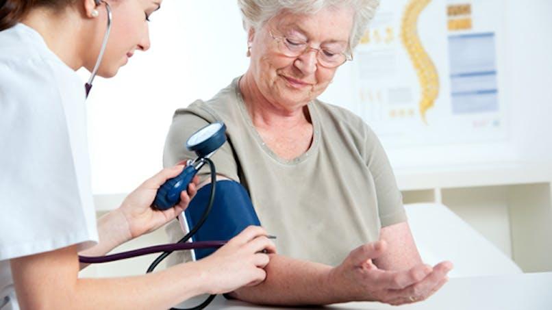 Tension artérielle: Les généralistes vont prêter des appareils d'automesure
