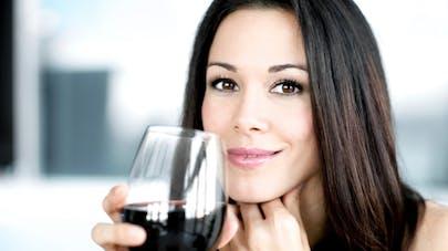 Cancer du sein: un risque accru dû à l'alcool avant une première grossesse