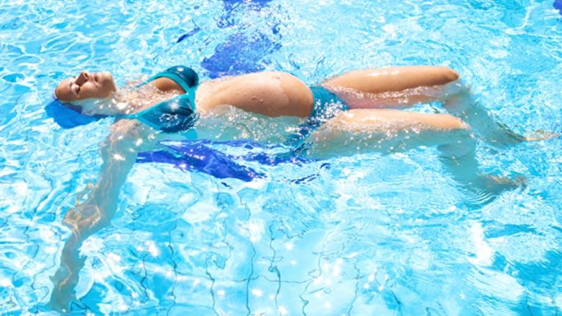 Grossesse: la piscine augmente le risque d'allergies chez le bébé