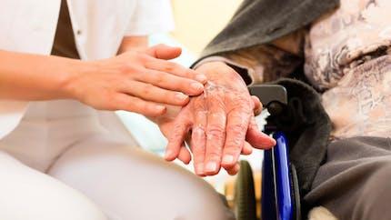 Prise en charge des personnes âgées : un tiers des Européens la trouve mauvaise
