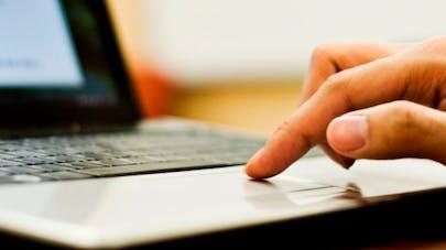 Effets indésirables des médicaments: enfin une déclaration en ligne