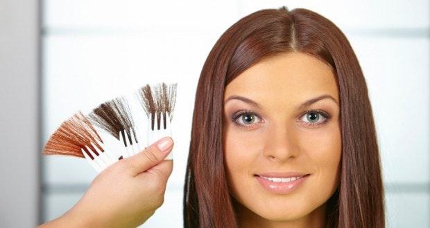 coloration cheveux maison ou coiffeur