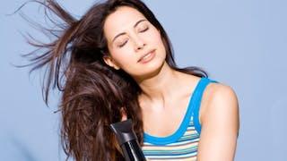 Cheveux fins: comment leur donner du volume