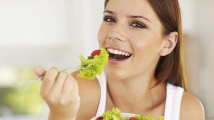 Mâcher lentement permet de mieux manger et de maigrir