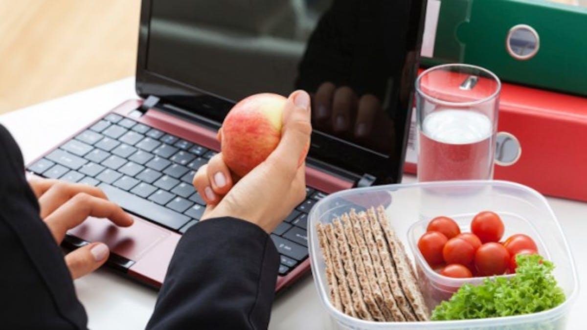 Trois astuces pour déjeuner sur le pouce au bureau