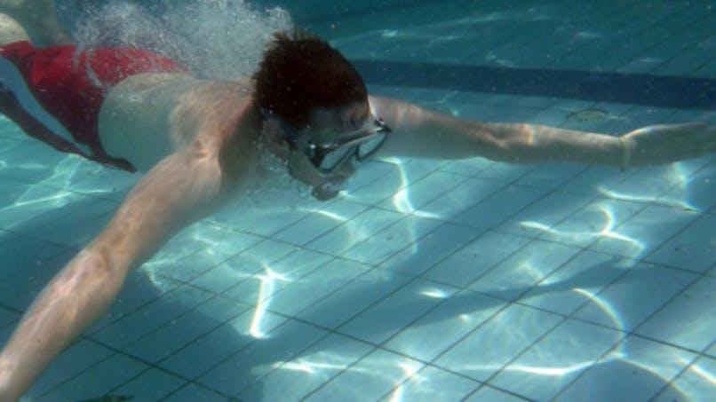 Faire pipi dans une piscine, c'est toxique!