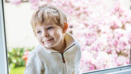 Eviter la chute d'un enfant par la fenêtre