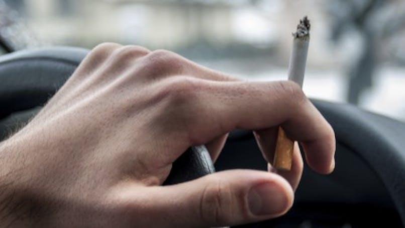 Des associations veulent interdire la cigarette dans les voitures