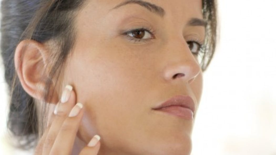 Comment atténuer les taches brunes sur le visage?