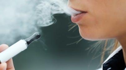 La cigarette électronique, un bon moyen d'arrêter de fumer?