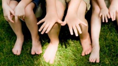 Pieds plats, pieds vers l'intérieur, jambes arquées: à quel âge rééduquer?