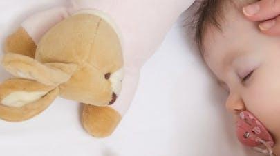 Tétine, pouce: à éviter après l'âge de six mois