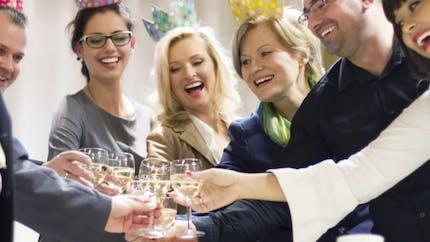 Alcool: ce n'est pas la fin des pots au bureau