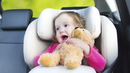 Occuper son enfant en voiture
