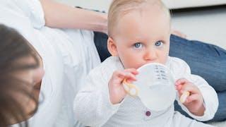 Que faut-il donner à boire à un bébé?
