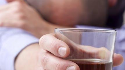 Buvez-vous trop d'alcool? Deux questions pour faire le point
