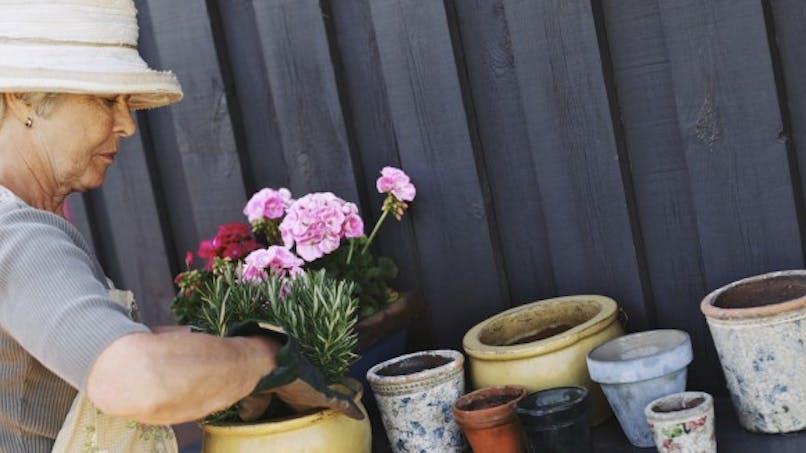 Alzheimer: des ateliers à domicile pour favoriser l'autonomie