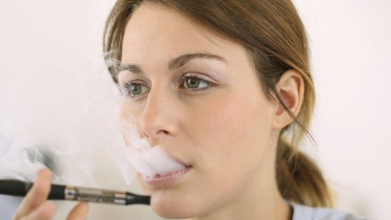Arrêt du tabac: la cigarette électronique peut être conseillée sans risque