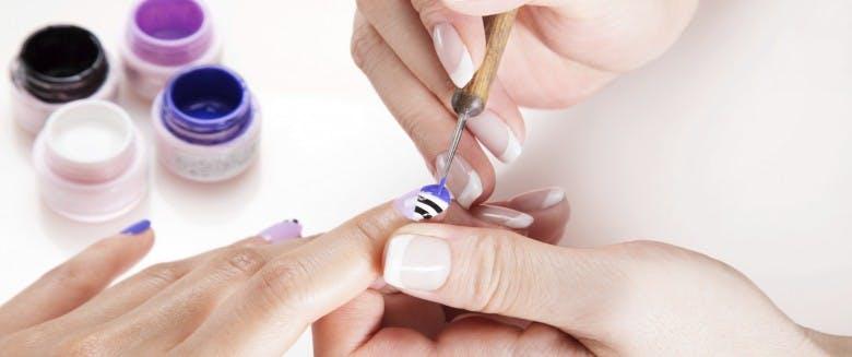 Comment décorer ses ongles facilement